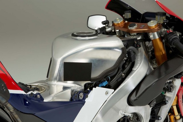 at-188000-honda-rc213v-s-is-utterly-disappointing-with-159-hp-in-stock-trim-photo-gallery_10