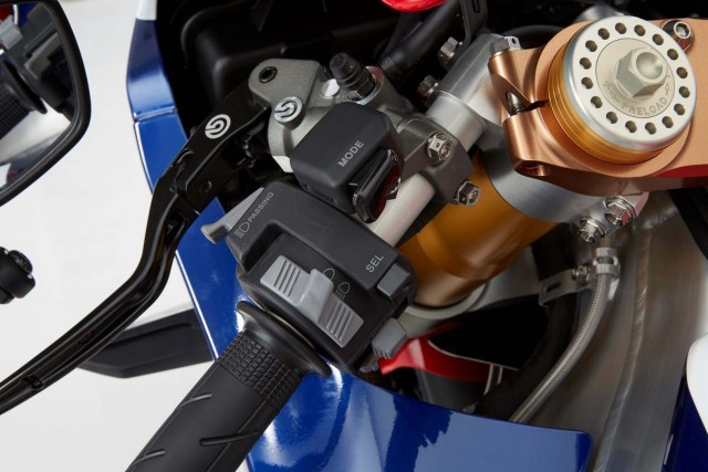 at-188000-honda-rc213v-s-is-utterly-disappointing-with-159-hp-in-stock-trim-photo-gallery_17
