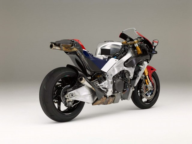 at-188000-honda-rc213v-s-is-utterly-disappointing-with-159-hp-in-stock-trim-photo-gallery_32