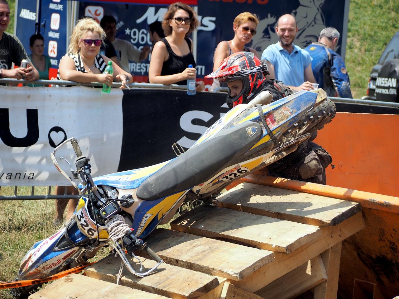 איציק קלנר - מצליח להוציא את האופנוע מהפח...
