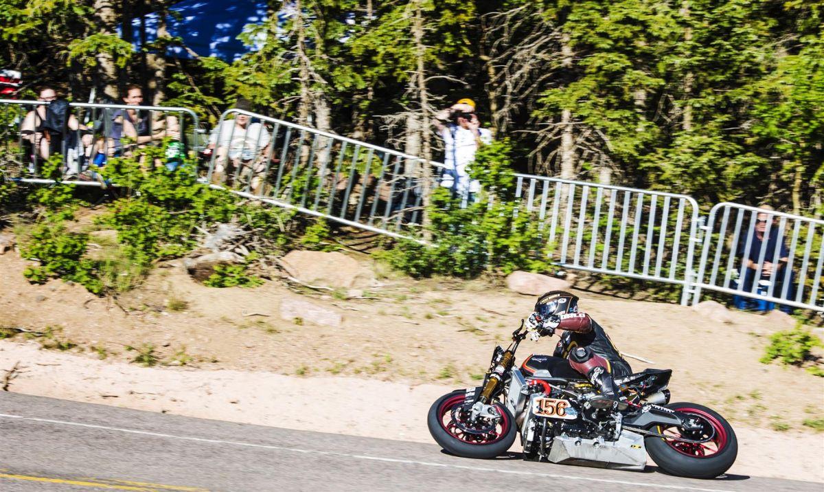 ויקטורי 156, אופנוע מהיר שלימד את ויקטורי שכדי לסיים ראשונים צריך קודם כל לסיים