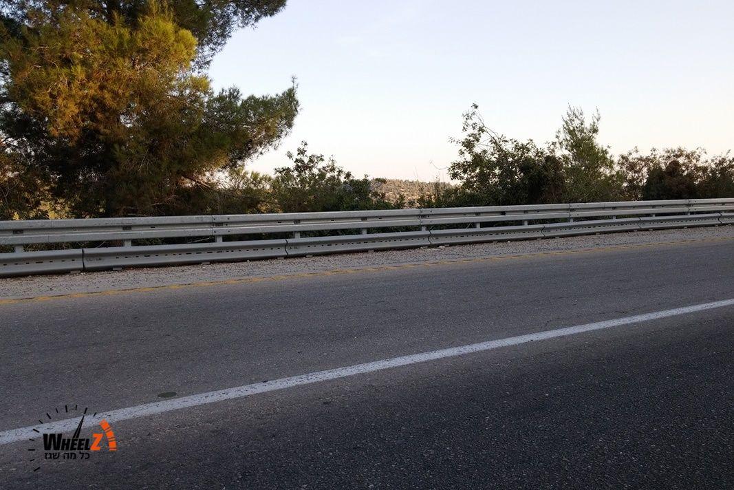 כך זה נראה - ויש עוד כבישים רבים שבהם צריך להתקין פסי הגנה שכאלה