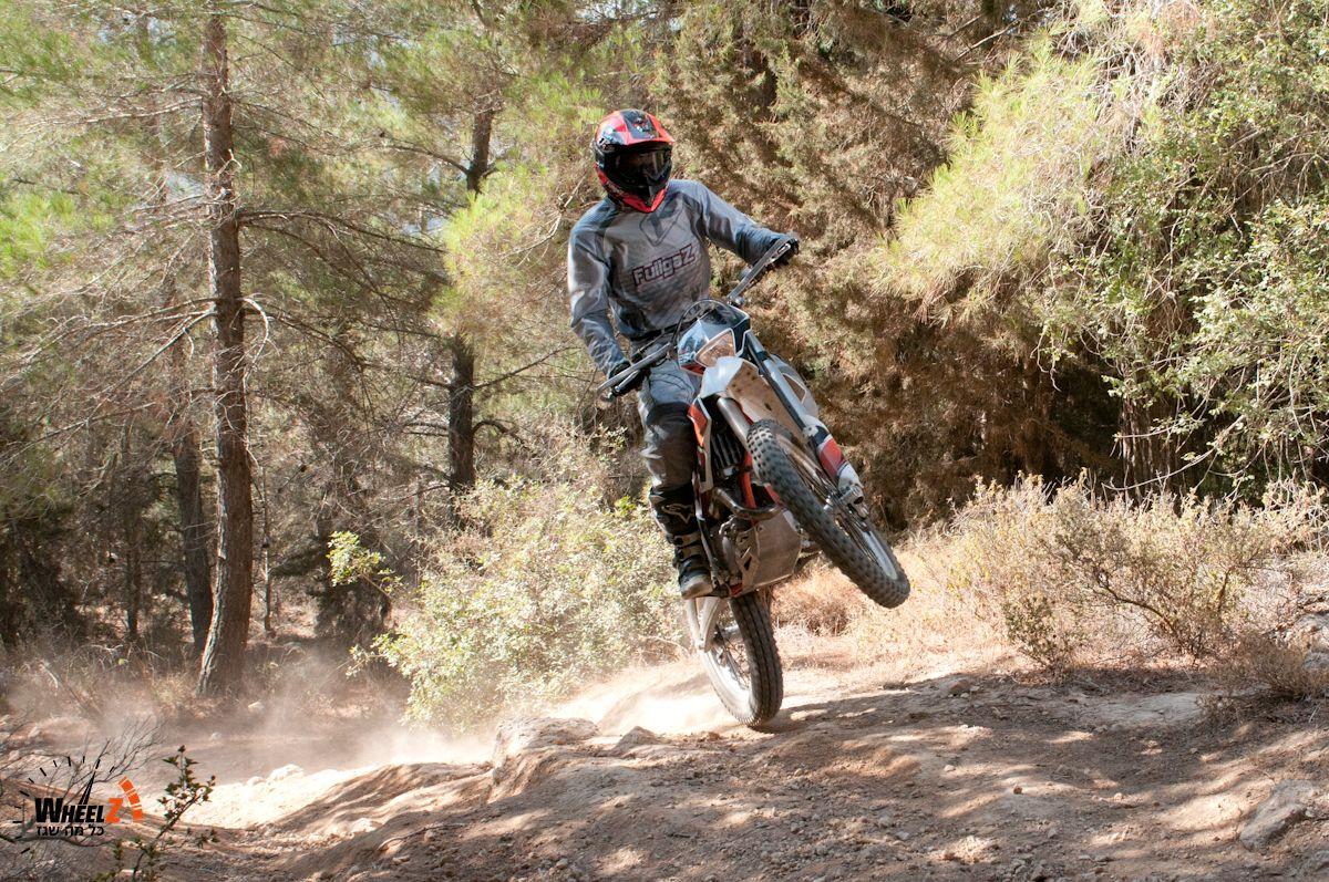 אופנוע לשעשועי אנדורו