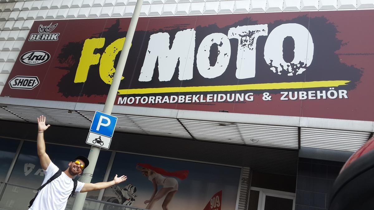 החנות הענקית של FC Moto