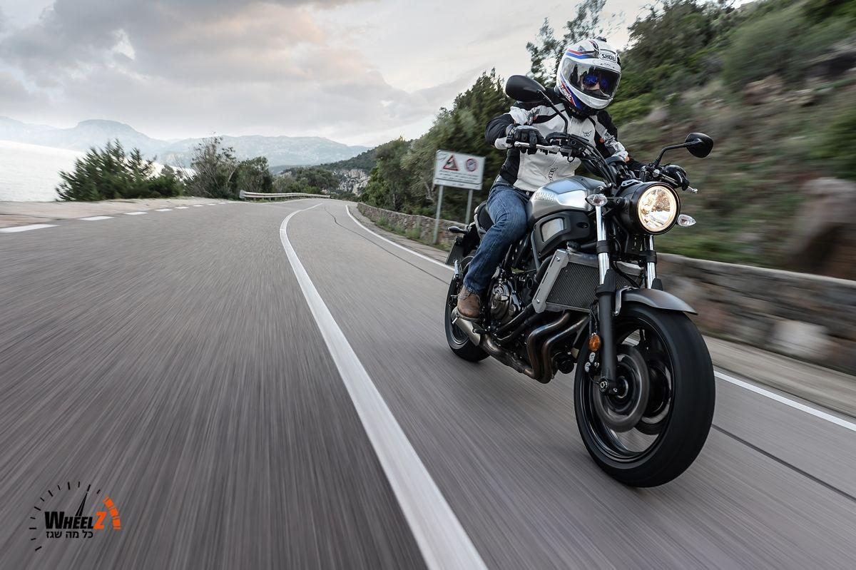 """ימאהה XSR700 - ווילי בשלישי על 70 קמ""""ש עם אופנוע רטרו..."""