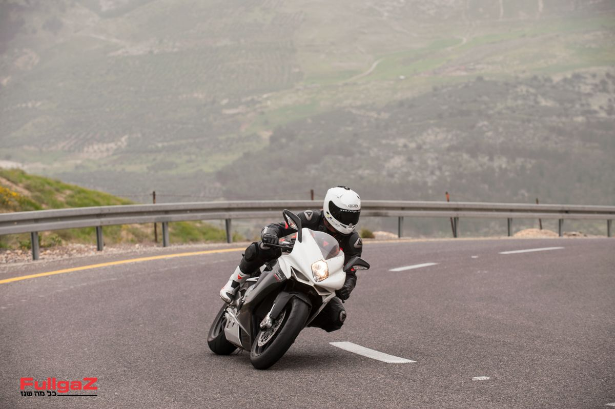 אופנוע ספורט קצה מושחז