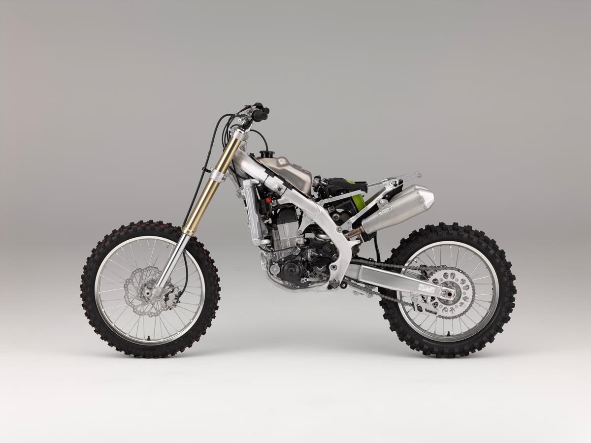 אופנוע חדש לגמרי שנבנה סביב המנוע החדש