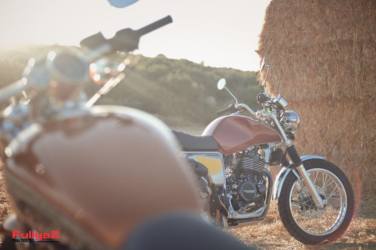 יופי של תחליף שיקי לקטנוע, אחלה אופנוע בתי קפה ובארים