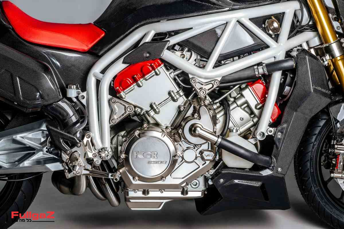 """מנוע V6 עם 90 מעלות בנפח 2,500 סמ""""ק. אמאל'ה!"""