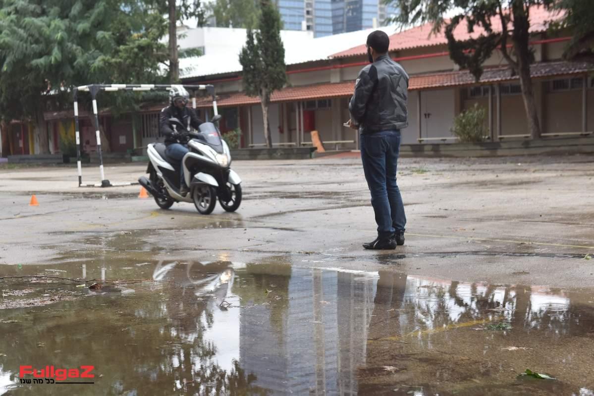 תלת גלגלי - לא מאבד יציבות ולא נופל בנעילת גלגלים קדמיים