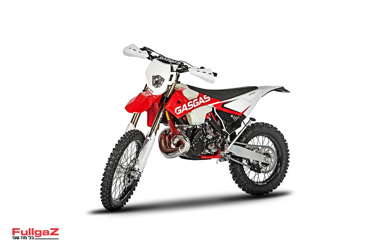 EC300 דגם 2018 - אופנוע חדש לחלוטין