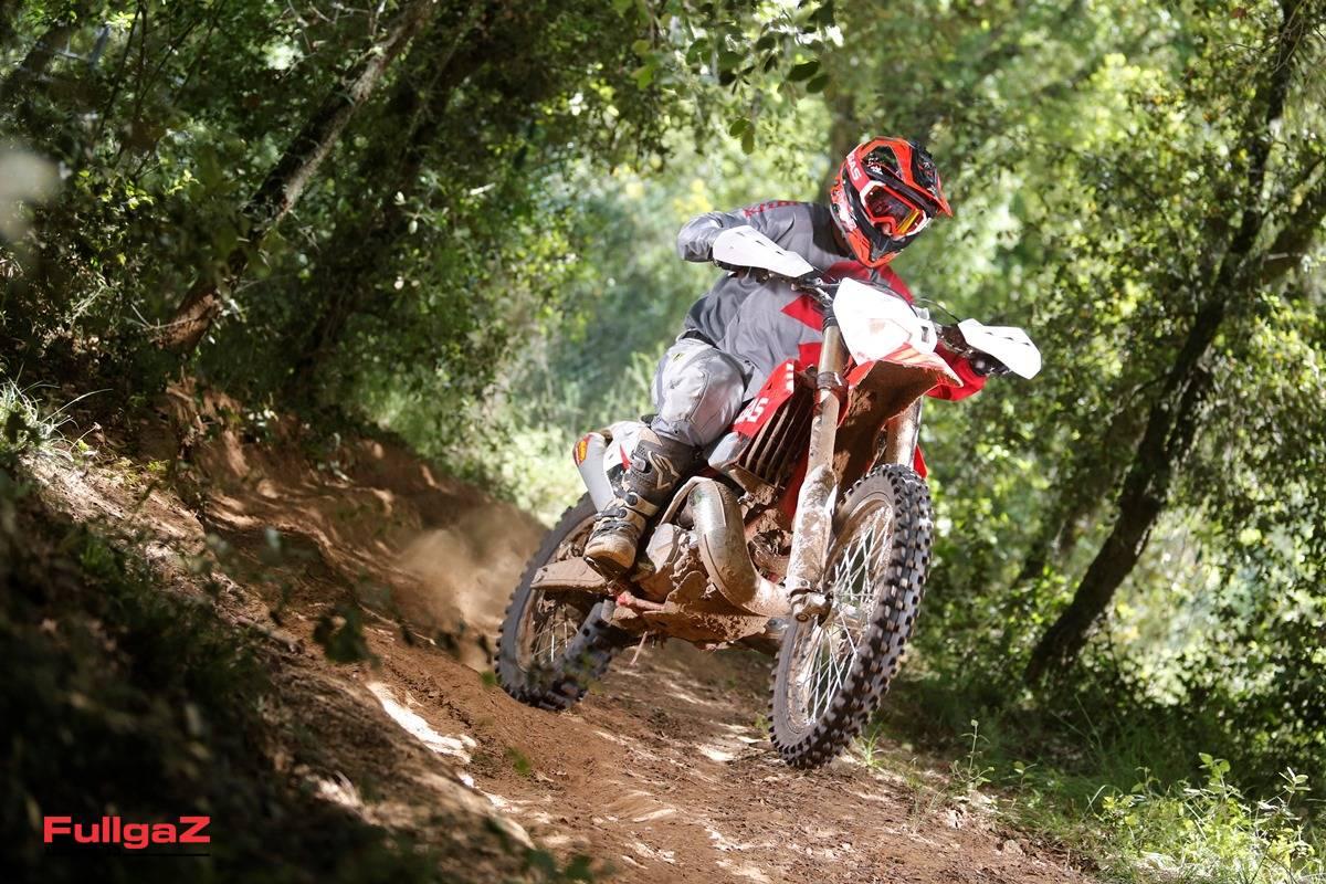 אופנוע אנדורו מצוין שמיישר קו עם המתחרים