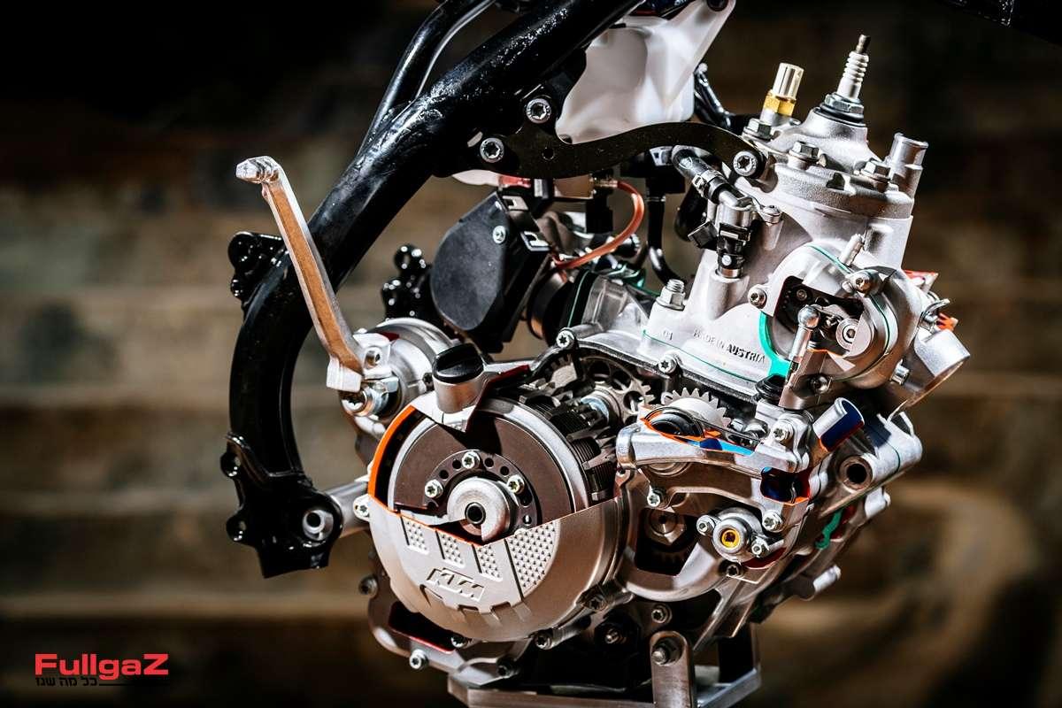 מנוע דו-פעימתי - לראשונה עם מערכת הזרקת דלק