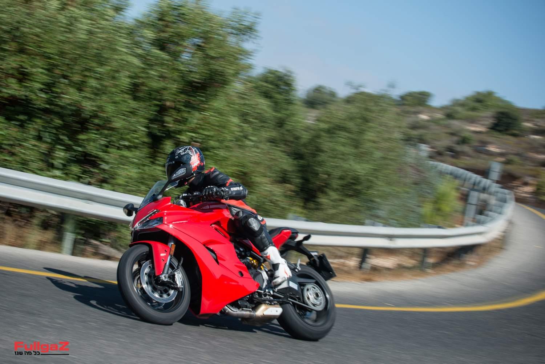 ממלא ואקום חשוב בין אופנועי הספורט הקיצוניים לבין אופנועי הספורט-תיור