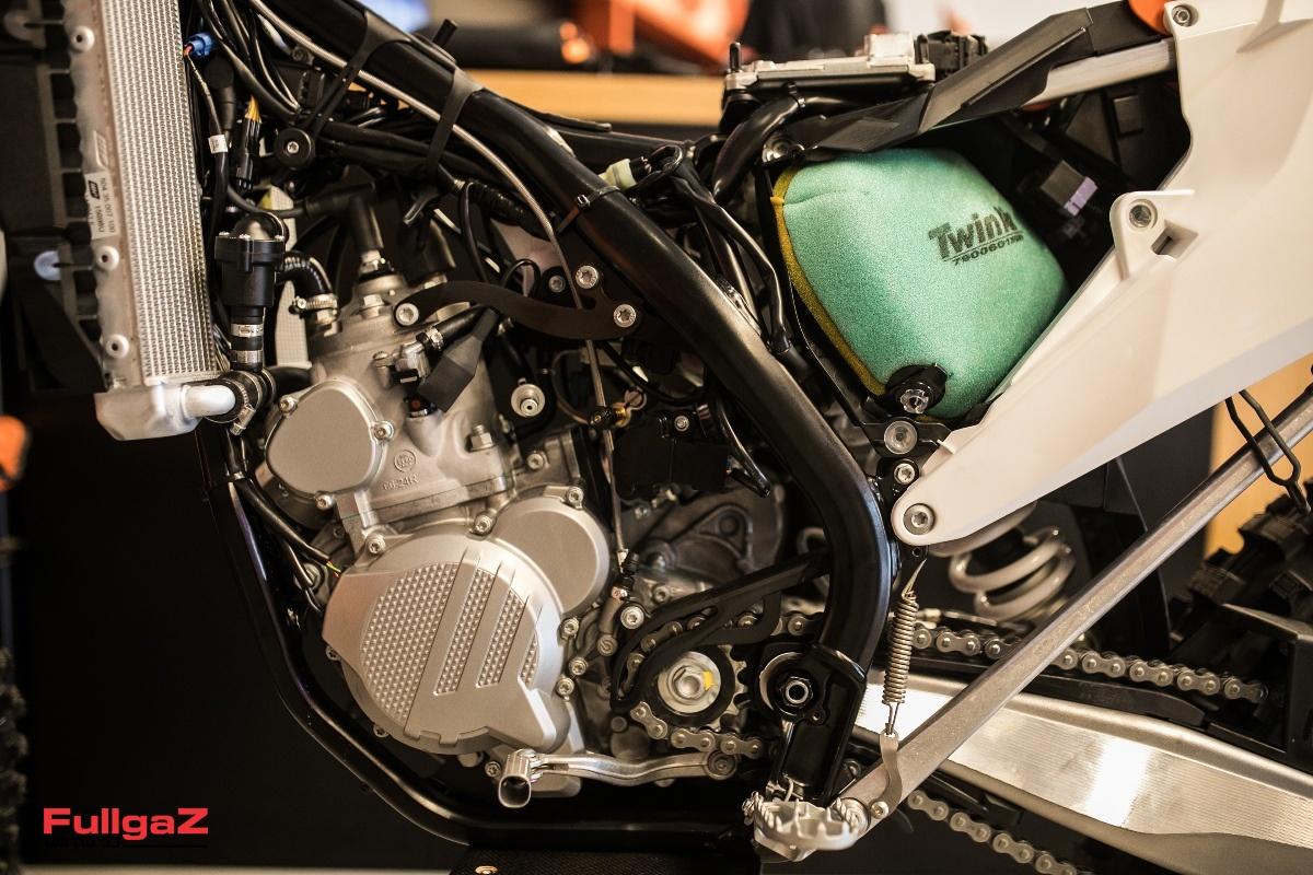 מערכת הזרקת דלק אלקטרונית למנועים הדו-פעימתיים