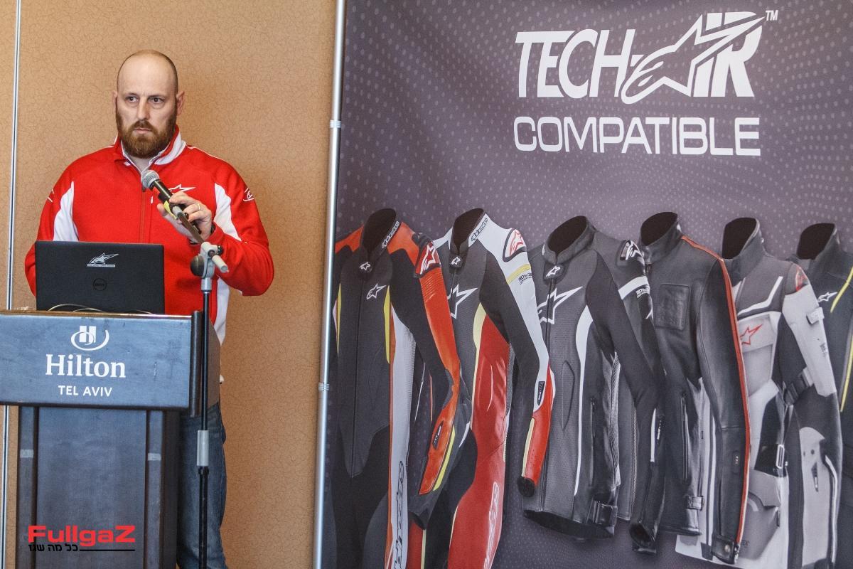 אנשי אלפינסטארס העולמית מציגים את טכנולוגיית ה-Tech-Air
