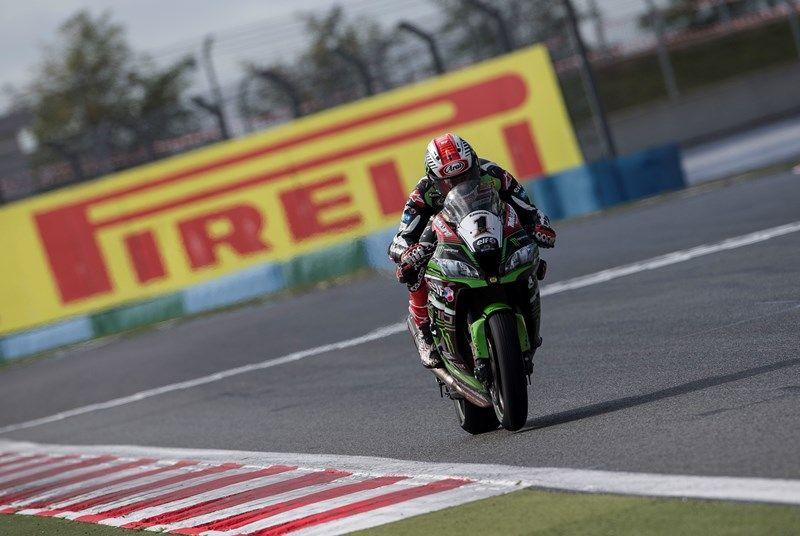 hi_R11_Magny_Cours_WorldSBK_2017_Race_1_ReaC87Q5294