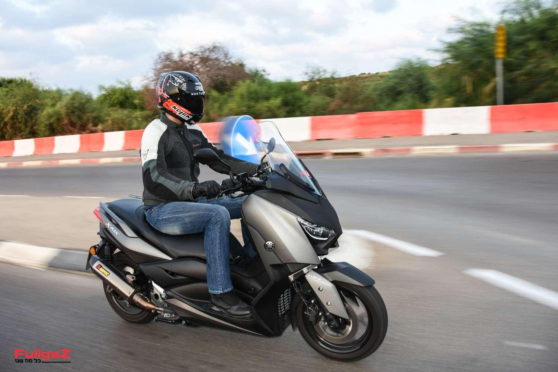 ימאהה איקסמקס 300 - סטנדרט חדש בקטנועים בינוניים (צילום: אביעד אברהמי)