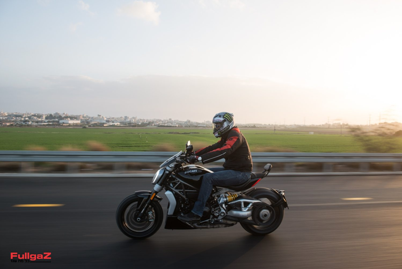 זה לא המחליף של הדיאבל אלא אופנוע אחר - פאוור-קרוזר, עם דגש עם הפאוור וגם על הקרוזר