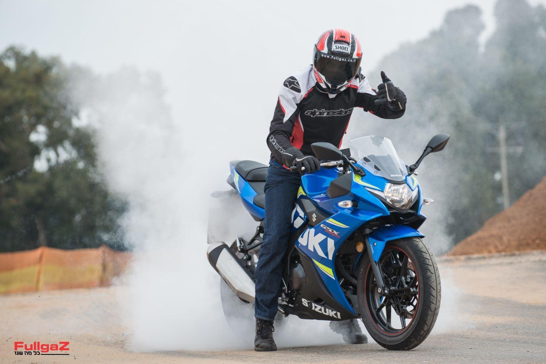 אפשר לעשות כיף גם עם אופנועים לא חזקים...