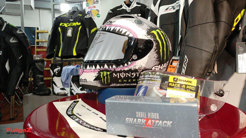 שארק Race-R Pro בצביעת White Shark - עם כל האביזרים הנלווים