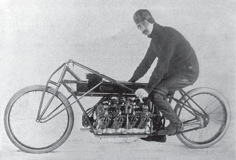 """גלן קרטיס וה-V8 איתו קבע כמעט 200 קמ""""ש"""