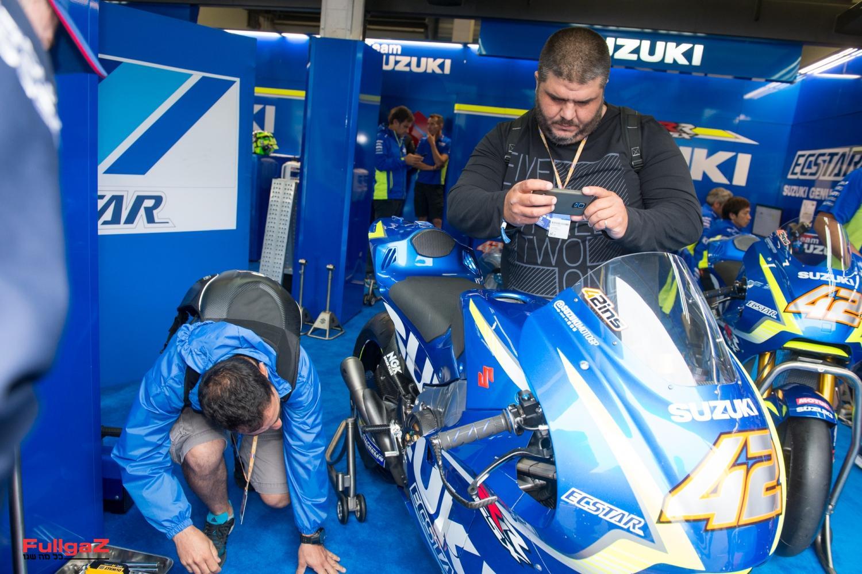 בוחנים את אופנוע ה-MotoGP של אלכס רינס