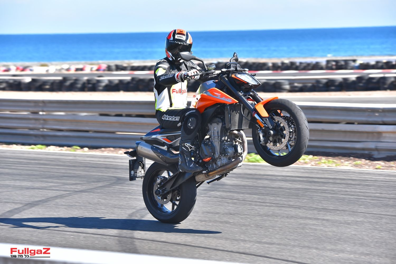 וגם אופנוע שעשועים לא רע...
