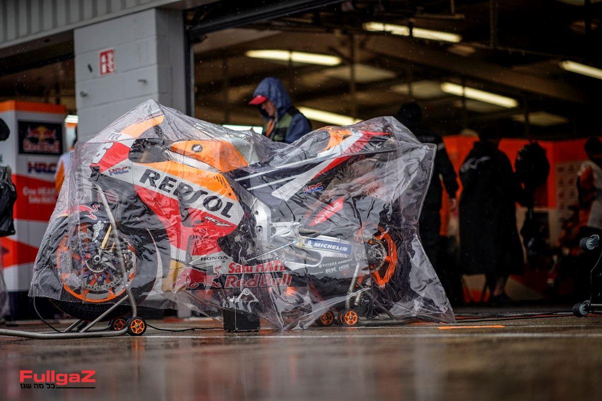 זה לא כל כך נעים לראות אופנוע GP מכוסה