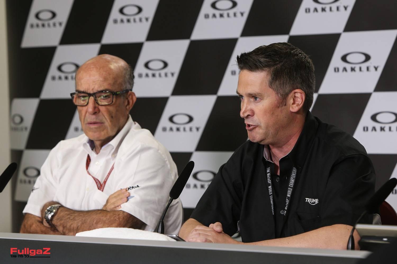 """עם כרמלו אספלטה, מנכ""""ל דורנה, בעת ההכרזה במוג'לו על אספקת מנועי טריומף ל-Moto2"""