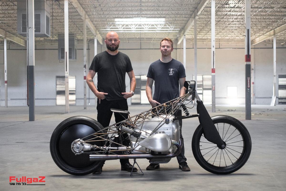 אנשי סנדת Revival Cycles עם היצירה על-בסיס מנוע הבוקסר החדש