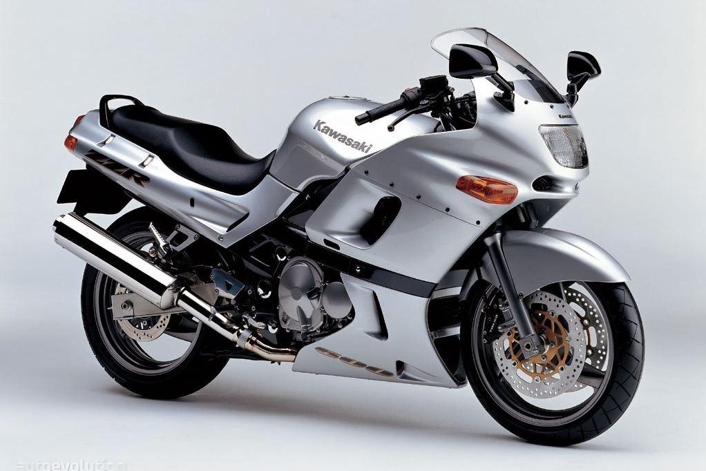 הקוואסאקי ZZR600 - שימש כאופנוע ספורט-תיור של קוואסאקי טרום עידן הנינג'ה 600