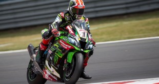 hi_08_DoningtonPark_WorldSBK_Race2_Rea_C87Q5511