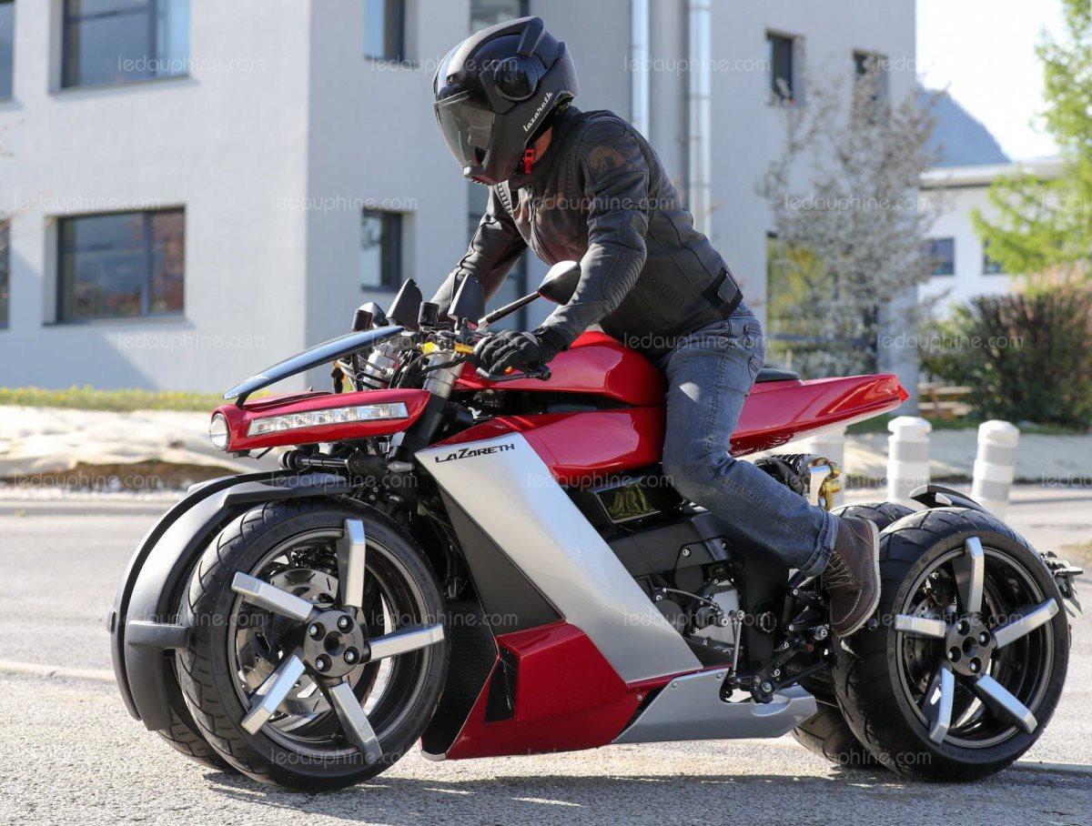 un-de-ses-adjoints-au-volant-de-la-moto-pendulaire-a-quatre-roues-la-lm-410-un-modele-particulierement-stable-photo-le-dl-sylvain-muscio-1555923196-1