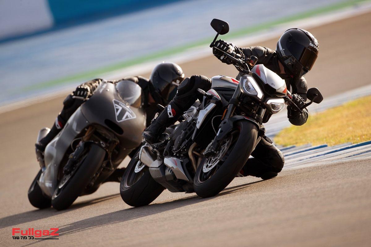 מאחור - האבטיפוס עם מנוע הטריפל 765 של ה-Moto2