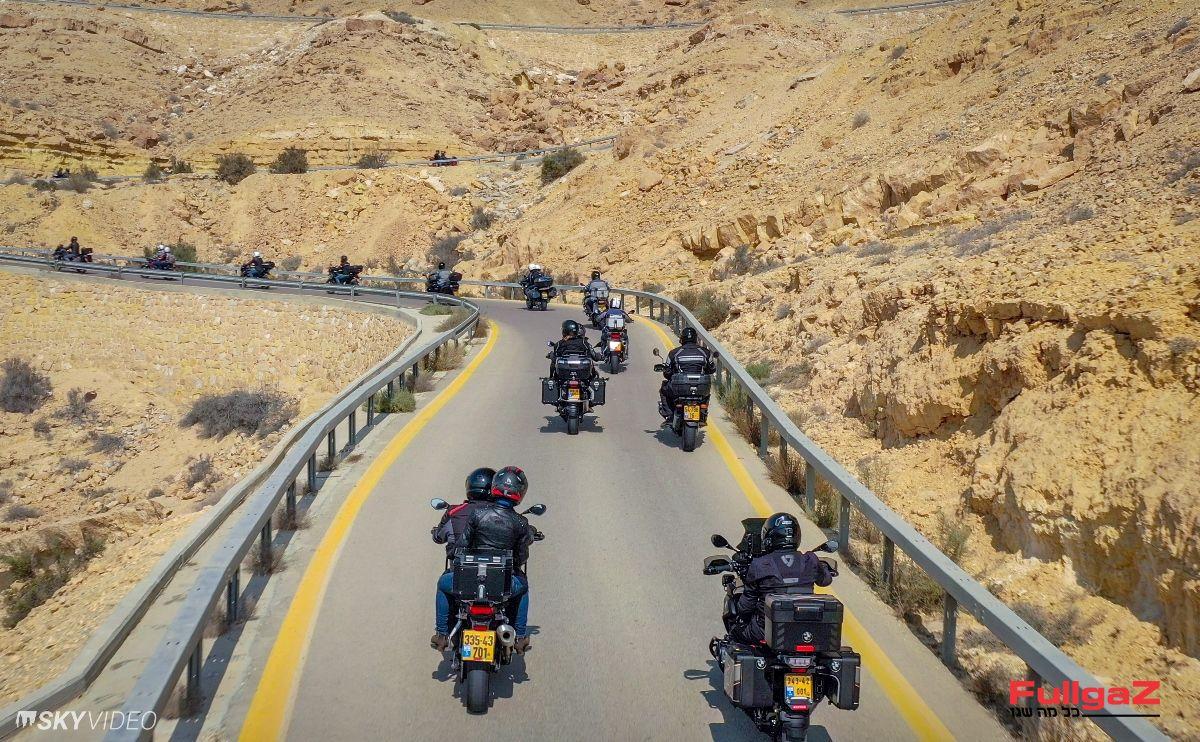 'נחש' אופנועים בן קילומטרים