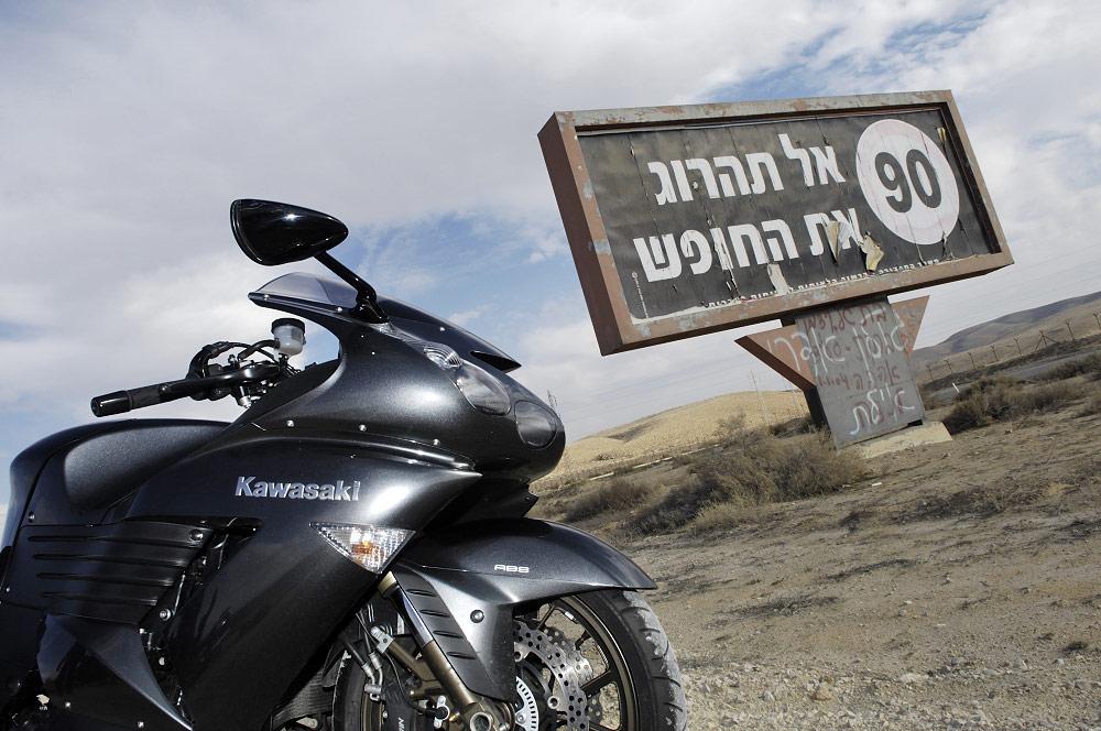 הקוואסאקי ZZR1400 בכבישי ישראל בעשור הקודם - נוסטלגיה