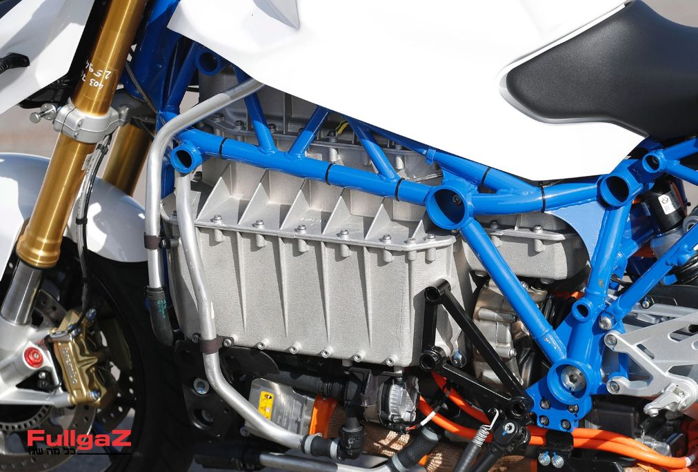 BMW-e-power-roadster-prototype-004