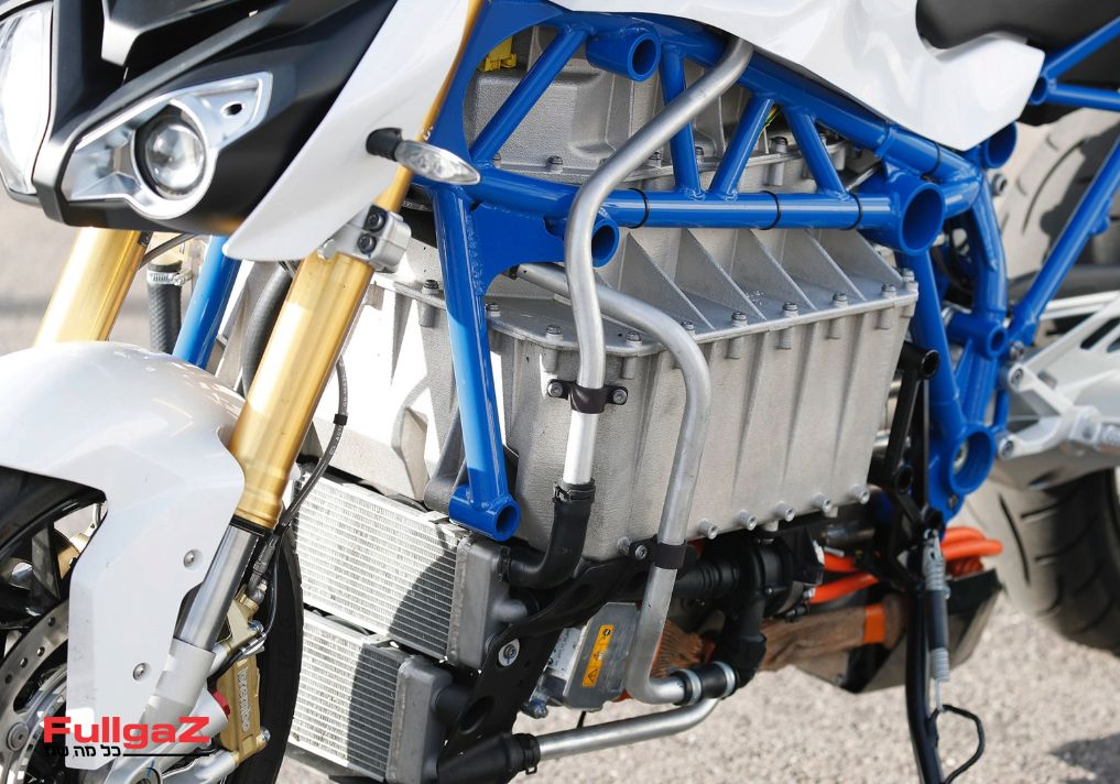 BMW-e-power-roadster-prototype-005