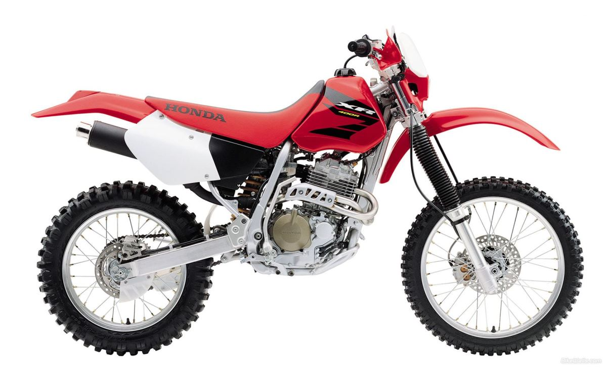 הונדה XR400R - כאן בצביעה האדומה של שנת 2000