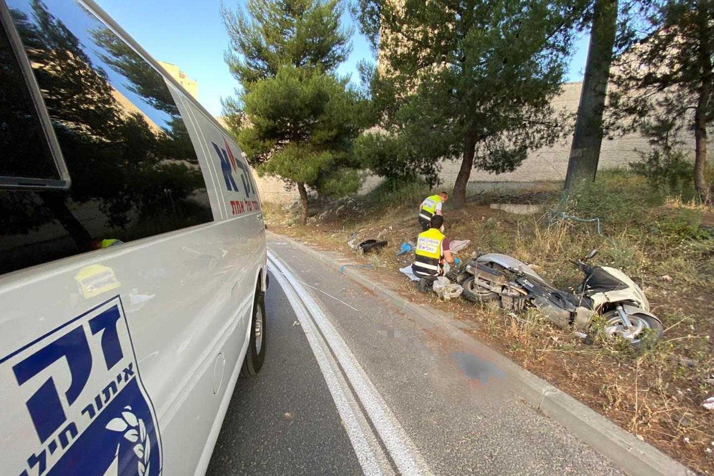 זירת התאונה בשד' בגין בירושלים שבה נהרג רוכב בן 25