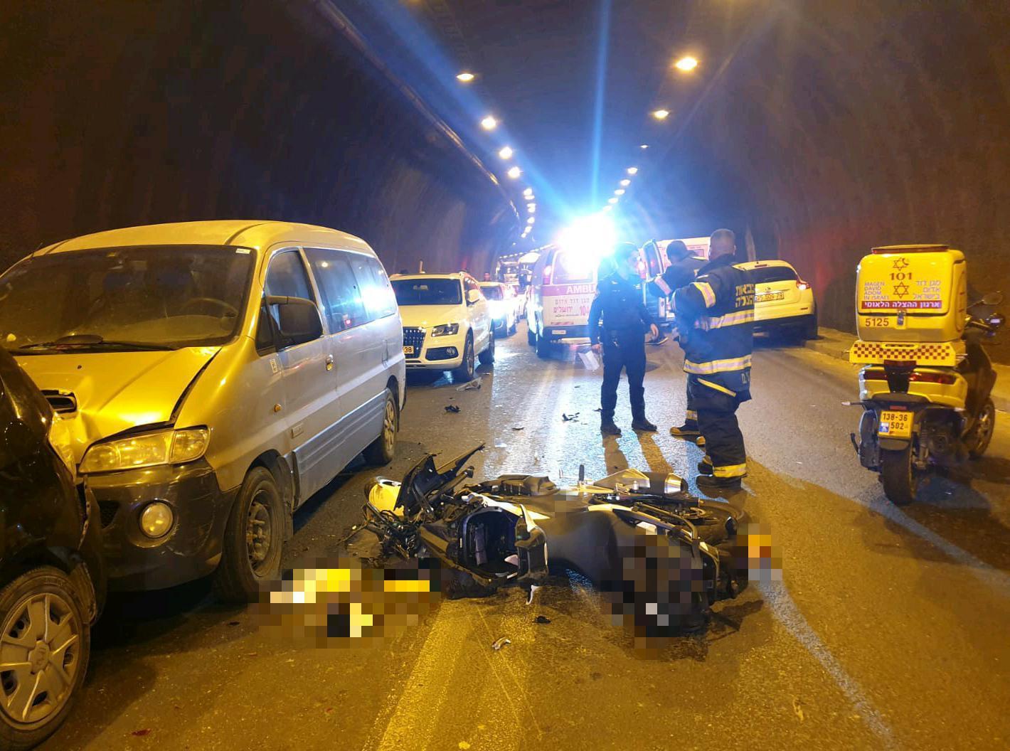 זירת התאונה בכביש המנהרות שבה נהרגה רוכבת כבת 35