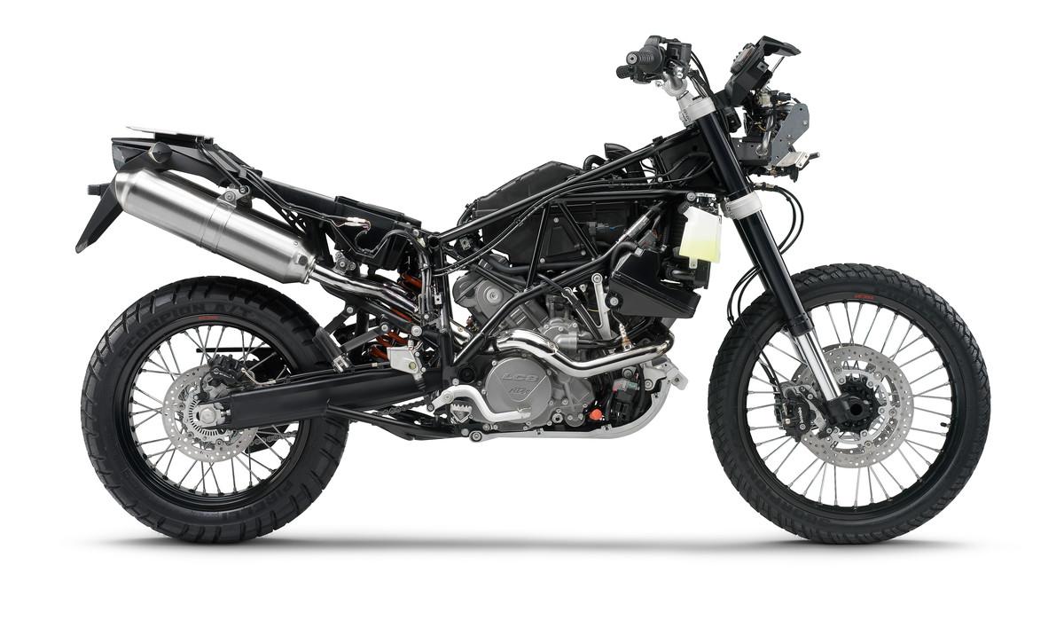 אופנוע ראלי מבוית לכביש