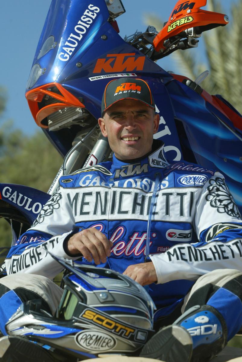 """פבריציו מאוני ז""""ל והק.ט.מ 950 ראלי - ניצח את הדקאר ב-2002"""