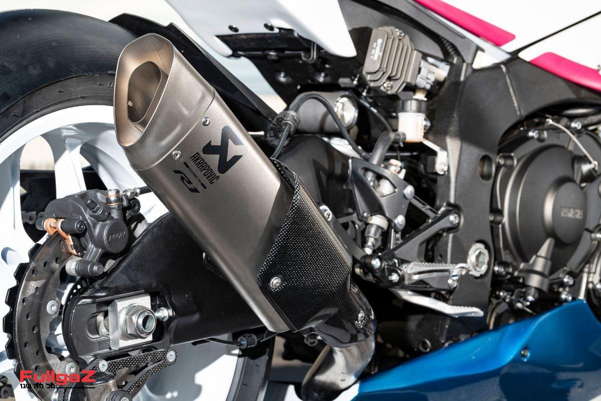 Yamaha-R1-Piro-002