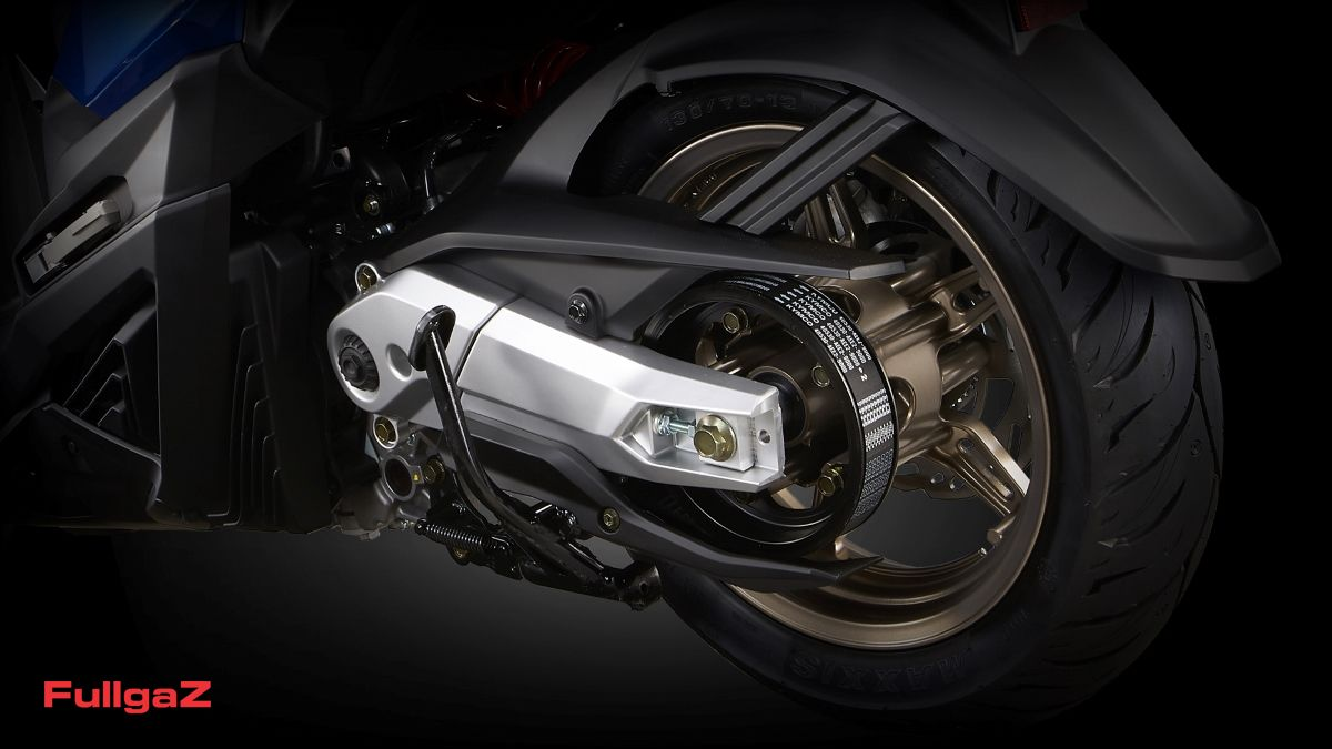 מנוע במרכז הקטנוע וזרוע אחורית 'אופנוענית'