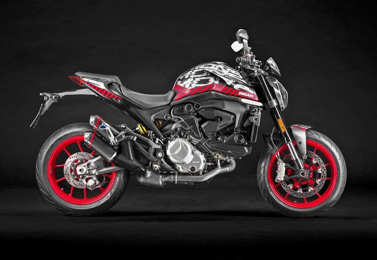 MY21_DUCATI_MONSTER personalised with plastic covers _24__UC214693_Mid