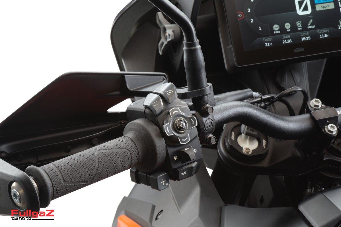 KTM-1290-SUPER-ADVENTURE-S-2021-05