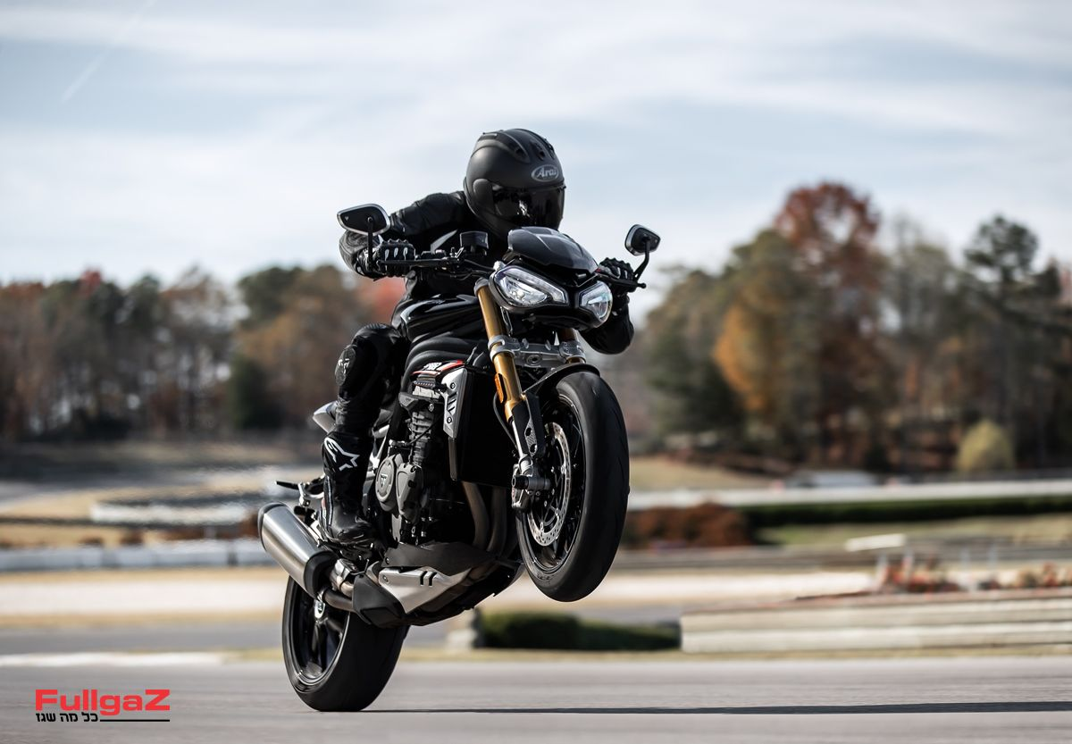 Triumph-Speed-Triple-1200-RS-2021-001