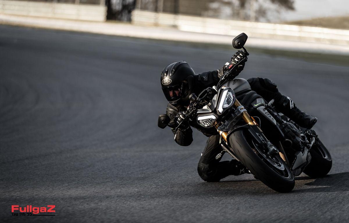 Triumph-Speed-Triple-1200-RS-2021-009
